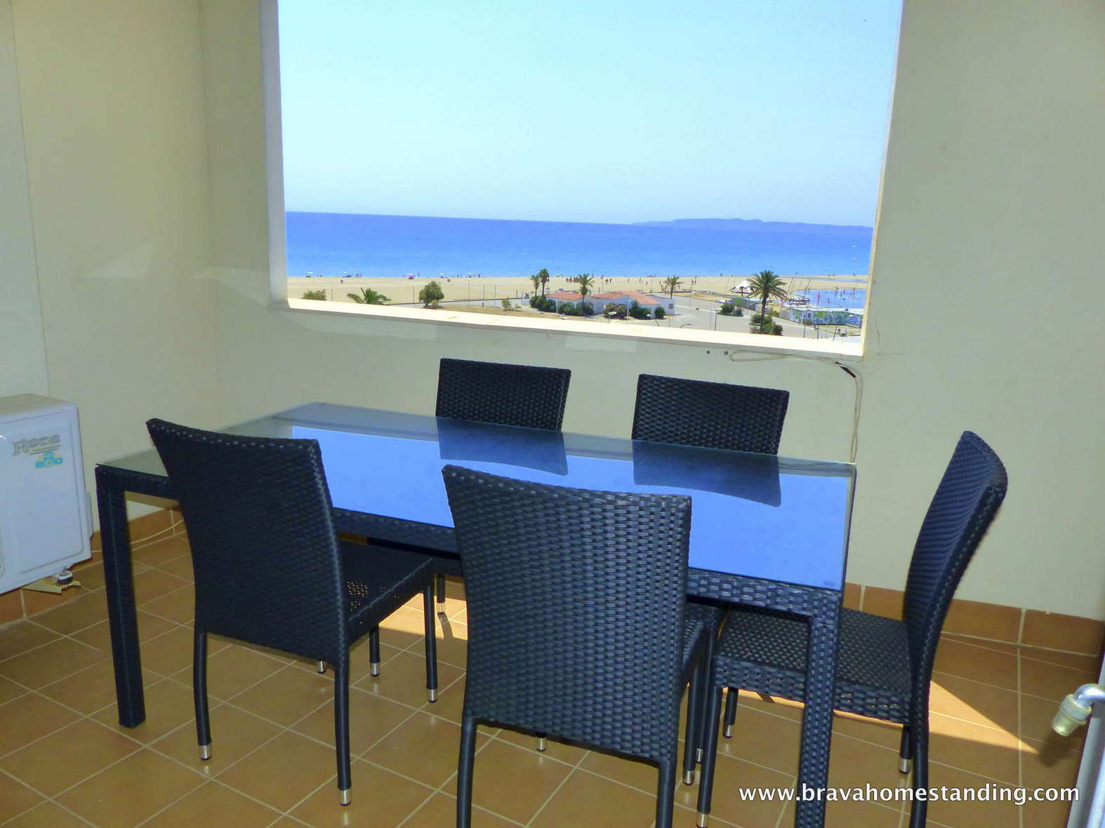 Stunning beach front apartment for sale in Empuriabrava