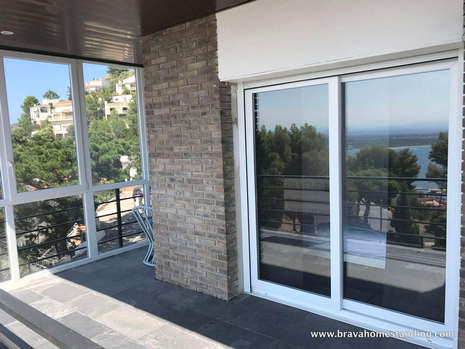 Beautiful apartment with sea view for sale in Rosas