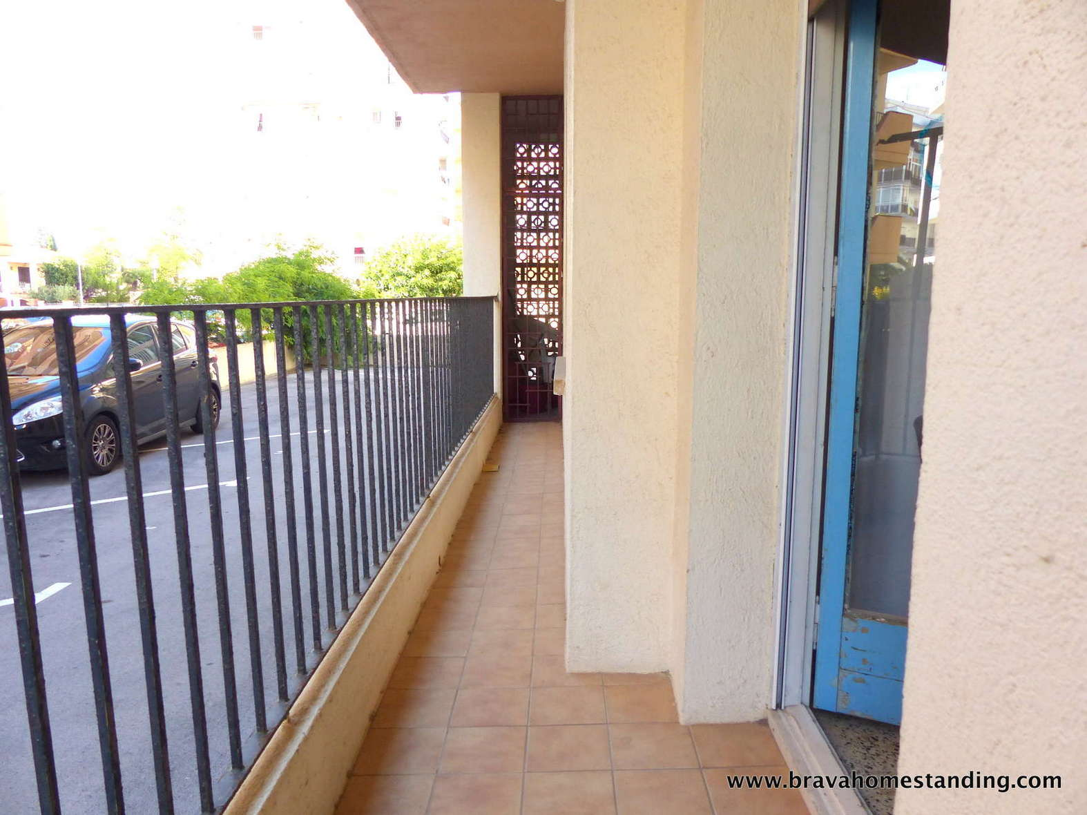 Apartment to renovate in second line of sea, for sale in Rosas - Santa Margarita