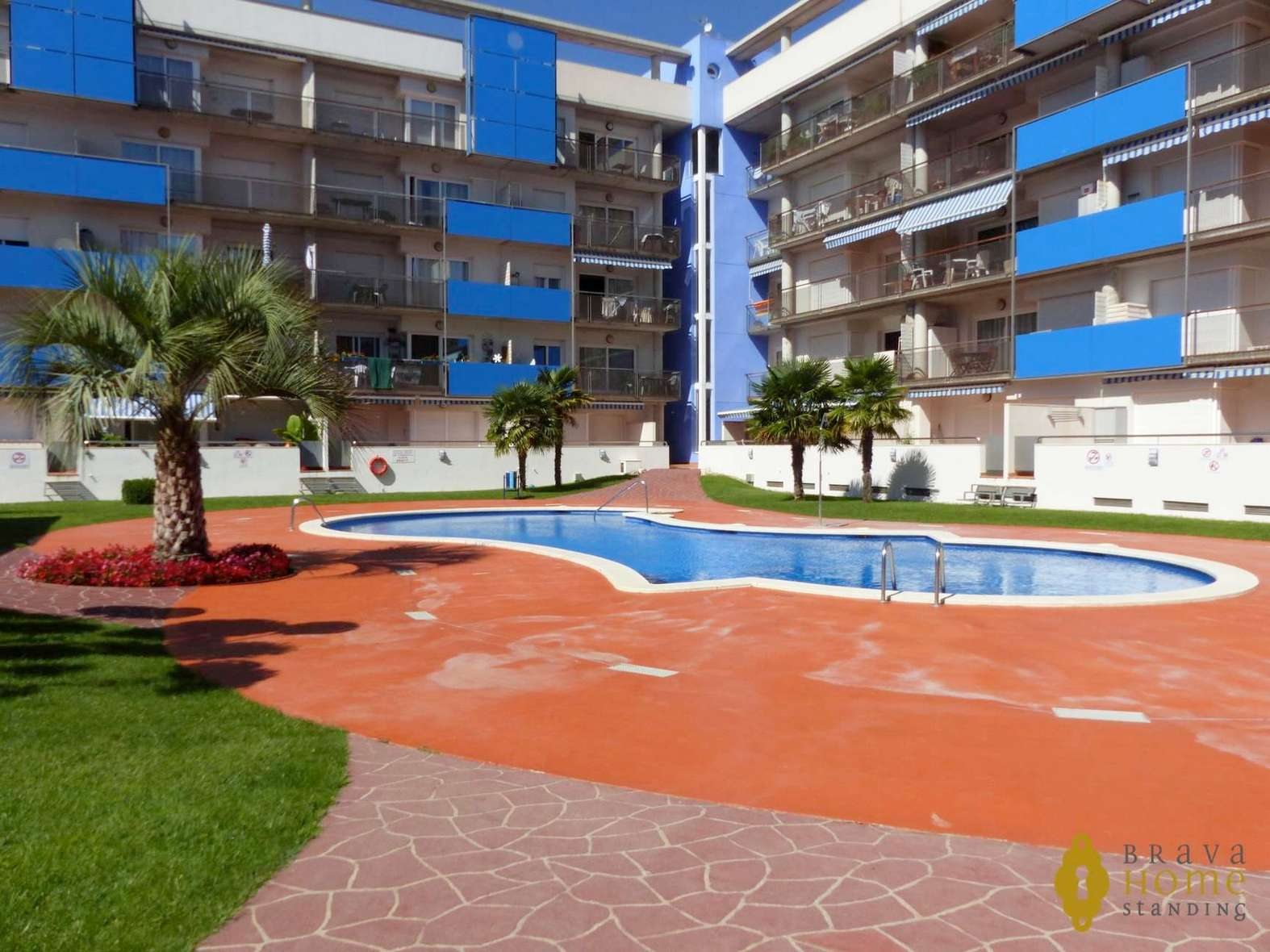 Superb apartment with private garden for sale in Rosas - Santa Margarita