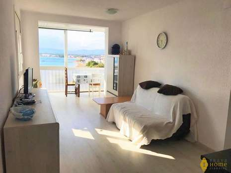 Beautiful apartment with sea view renovated for sale in Rosas