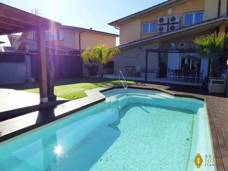 Beautiful house with pool close to the center of Rosas for sale
