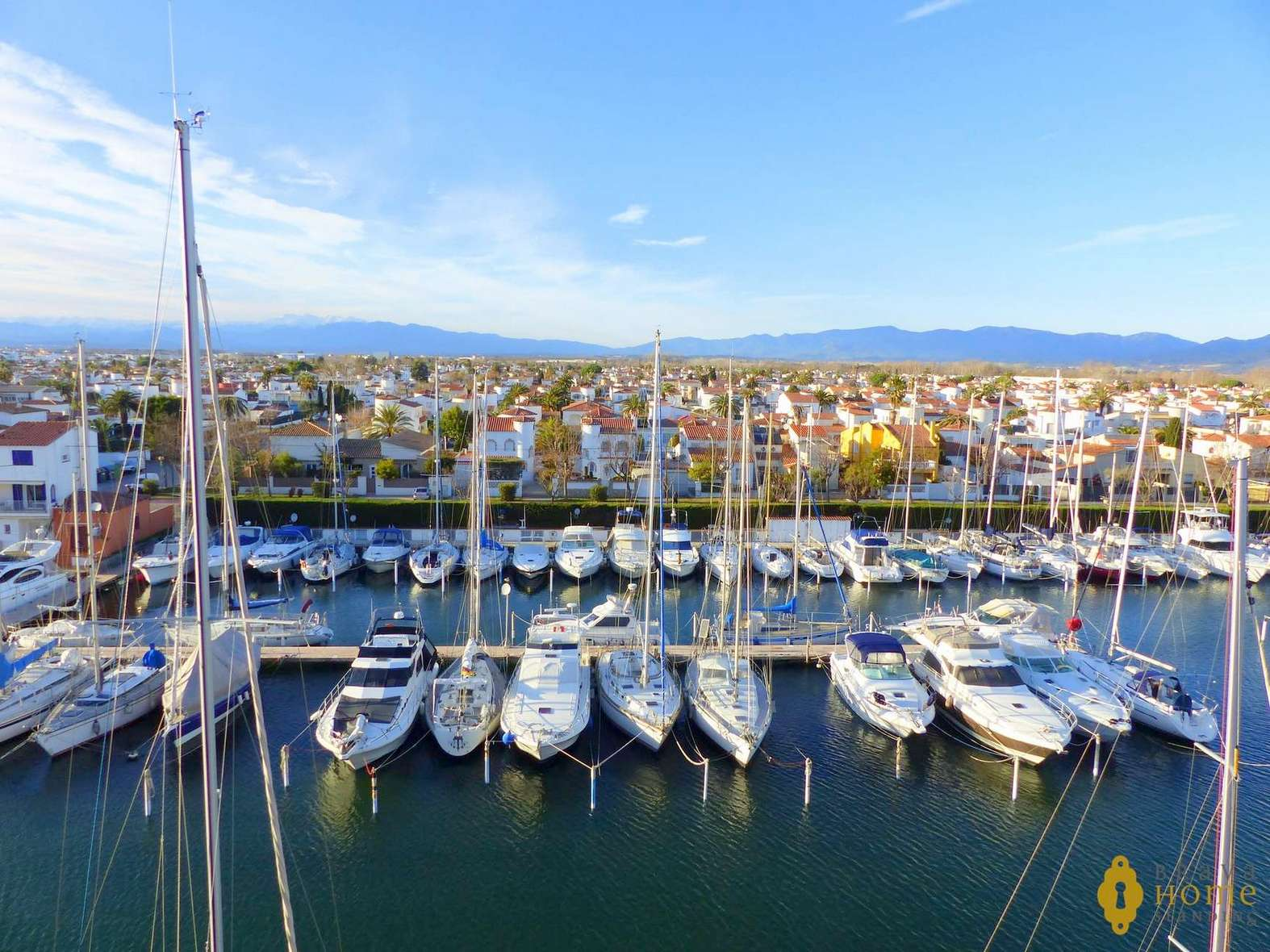 Nice apartment with magnificent views over the Port-Grec in Empuriabrava