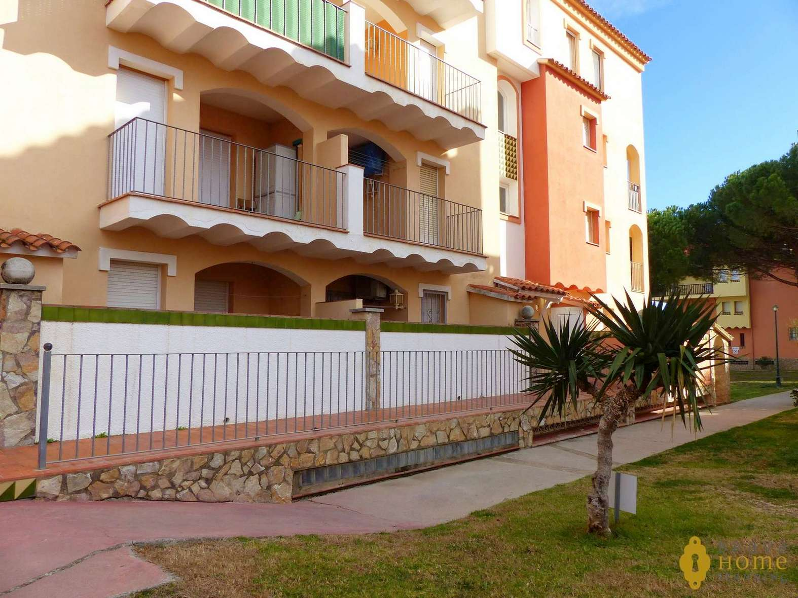NICE APARTMENT 100M FROM THE SEA WITH PARKING AND POOL FOR SALE A EMPURIABRAVA