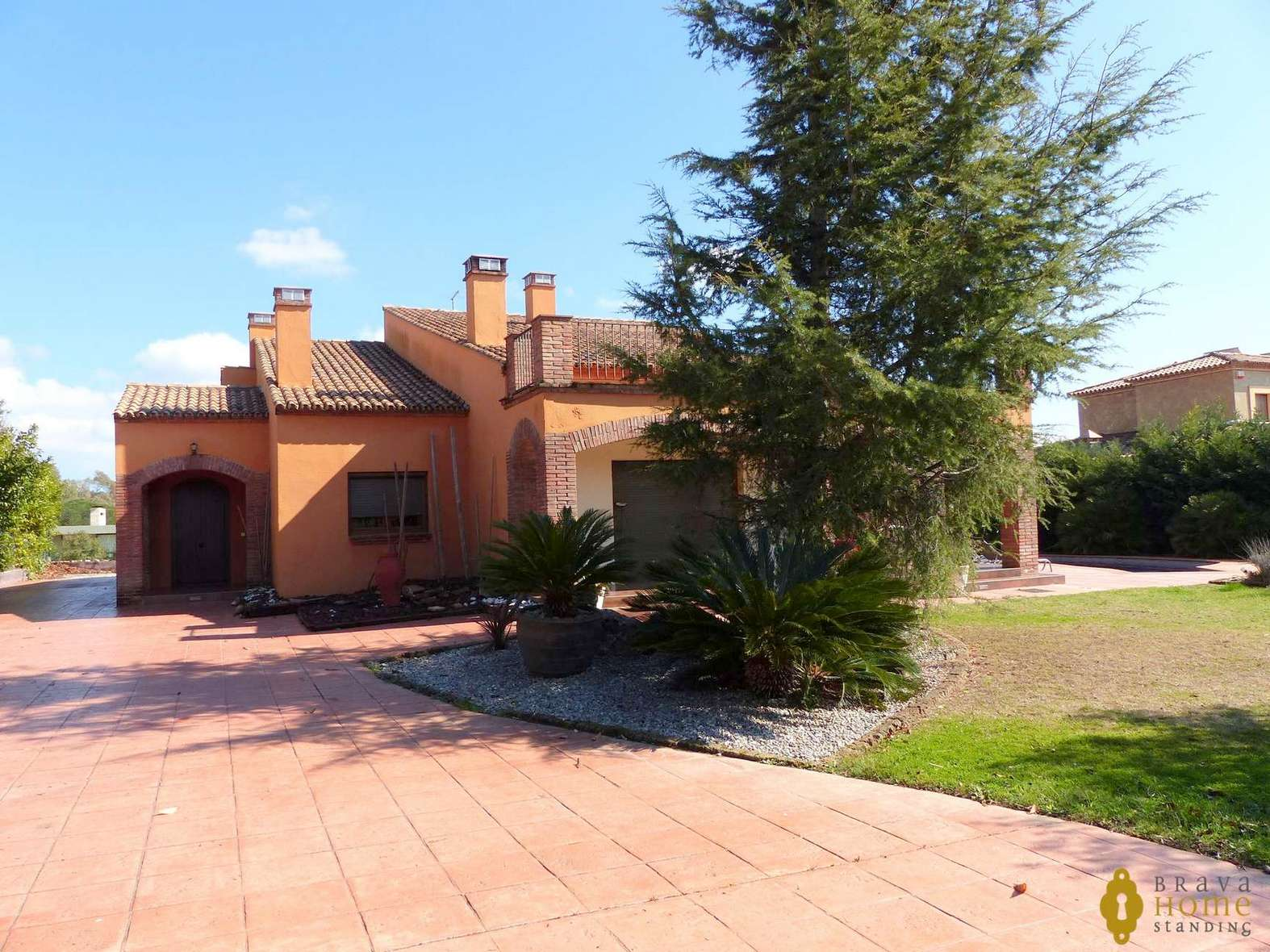 Magnificent villa for sale within the Golf of Peralada