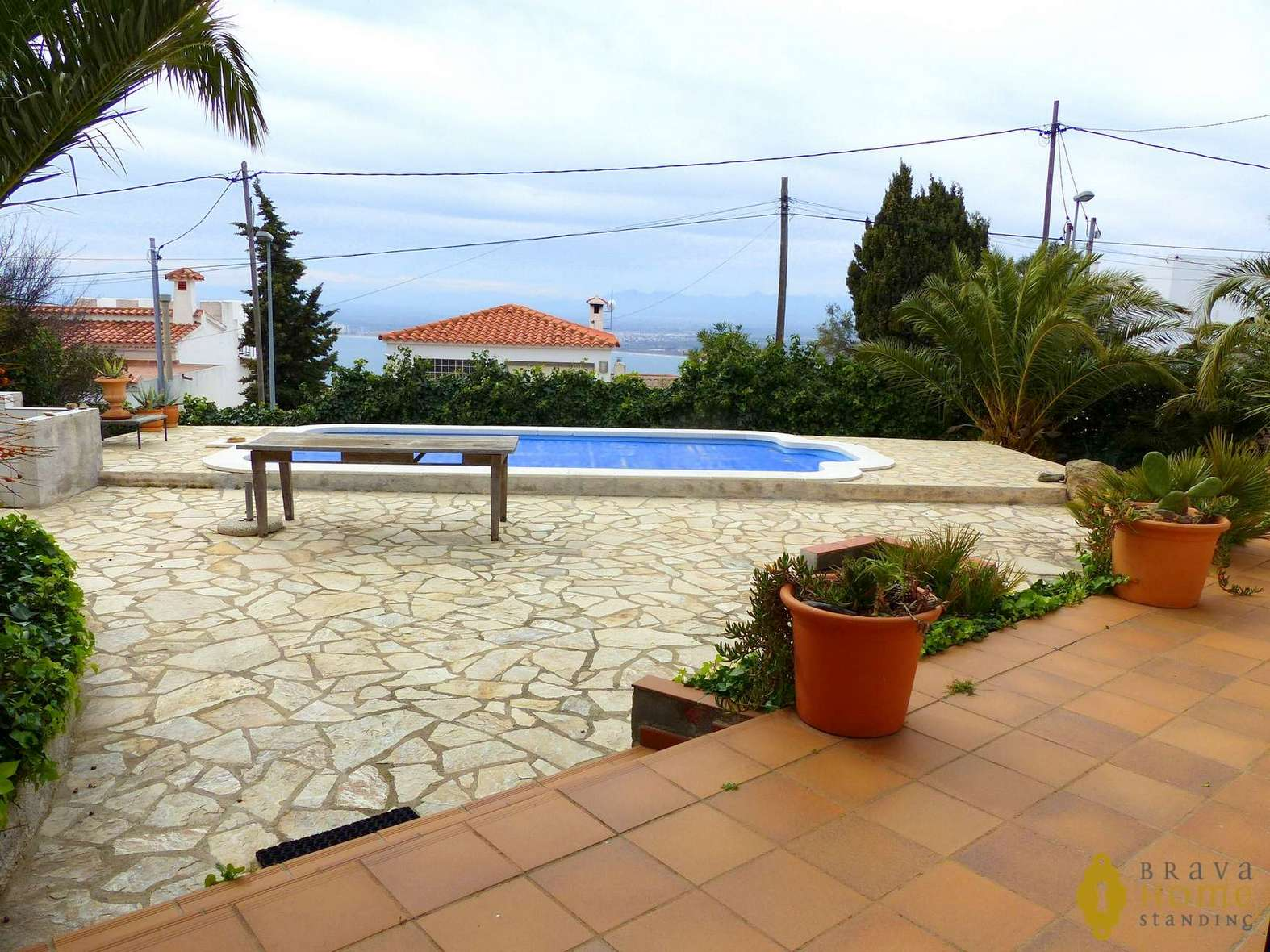 Beautiful villa with pool and small sea view for sale in Rosas
