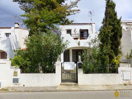 Nice house with garage for sale in Rosas (Costa Brava)