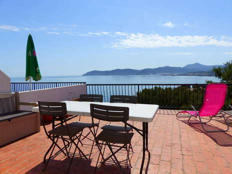 Superb apartment with a breathtaking sea view, for sale in Llança