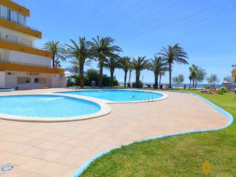 APARTMENT IN FIRST LINE OF SEA FOR SALE IN ROSAS