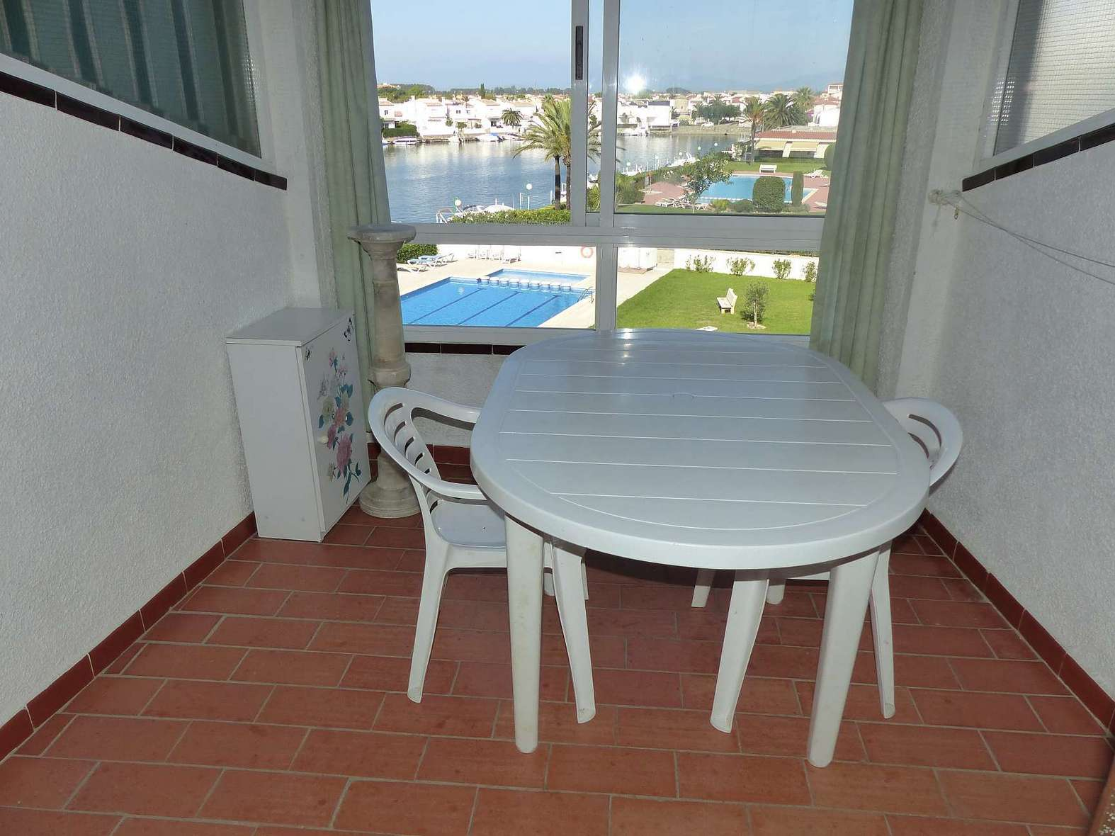 Nice apartment with swimming pool and canal view