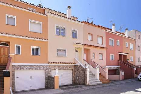 Beautiful house at 2 steps from the beach of Empuriabrava, for sale