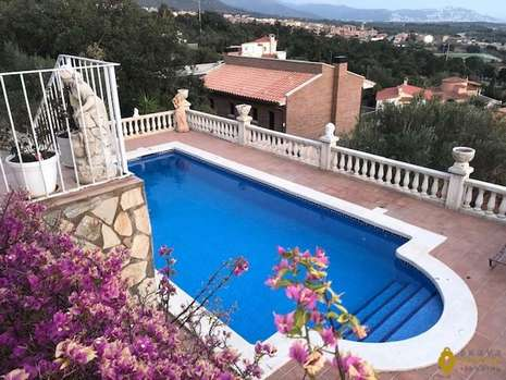 Beautiful villa with sea and mountain view for sale in Palau Saverdera