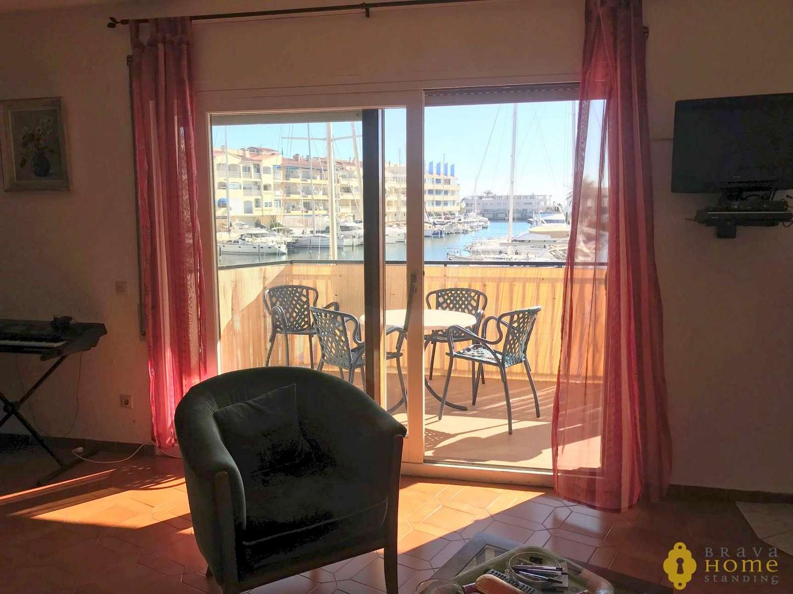 Beautiful apartment with canal view for sale in Empuriabrava
