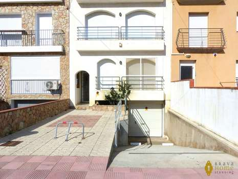 APARTMENT CLOSE TO THE BEACH WITH CANAL VIEW FOR SALE IN EMPURIABRAVA
