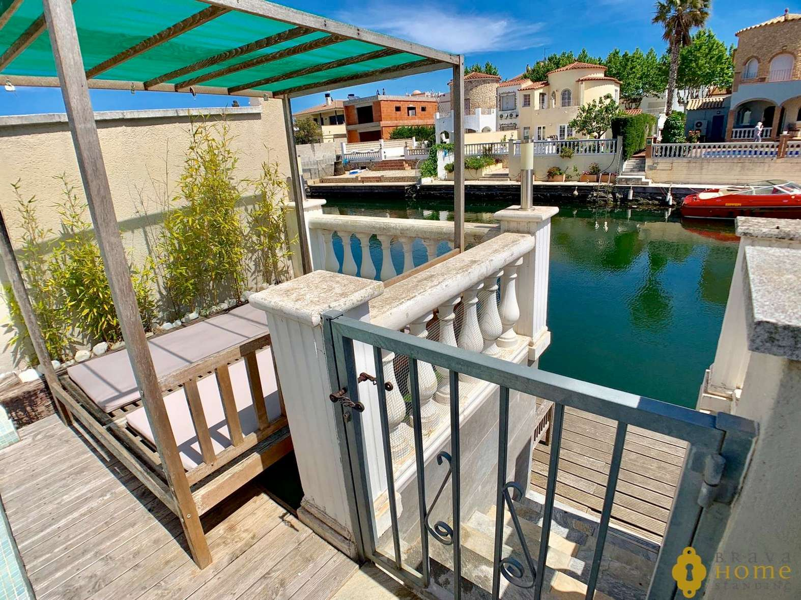 Modern fisherman's house with garage and mooring for sale in Empuriabrava