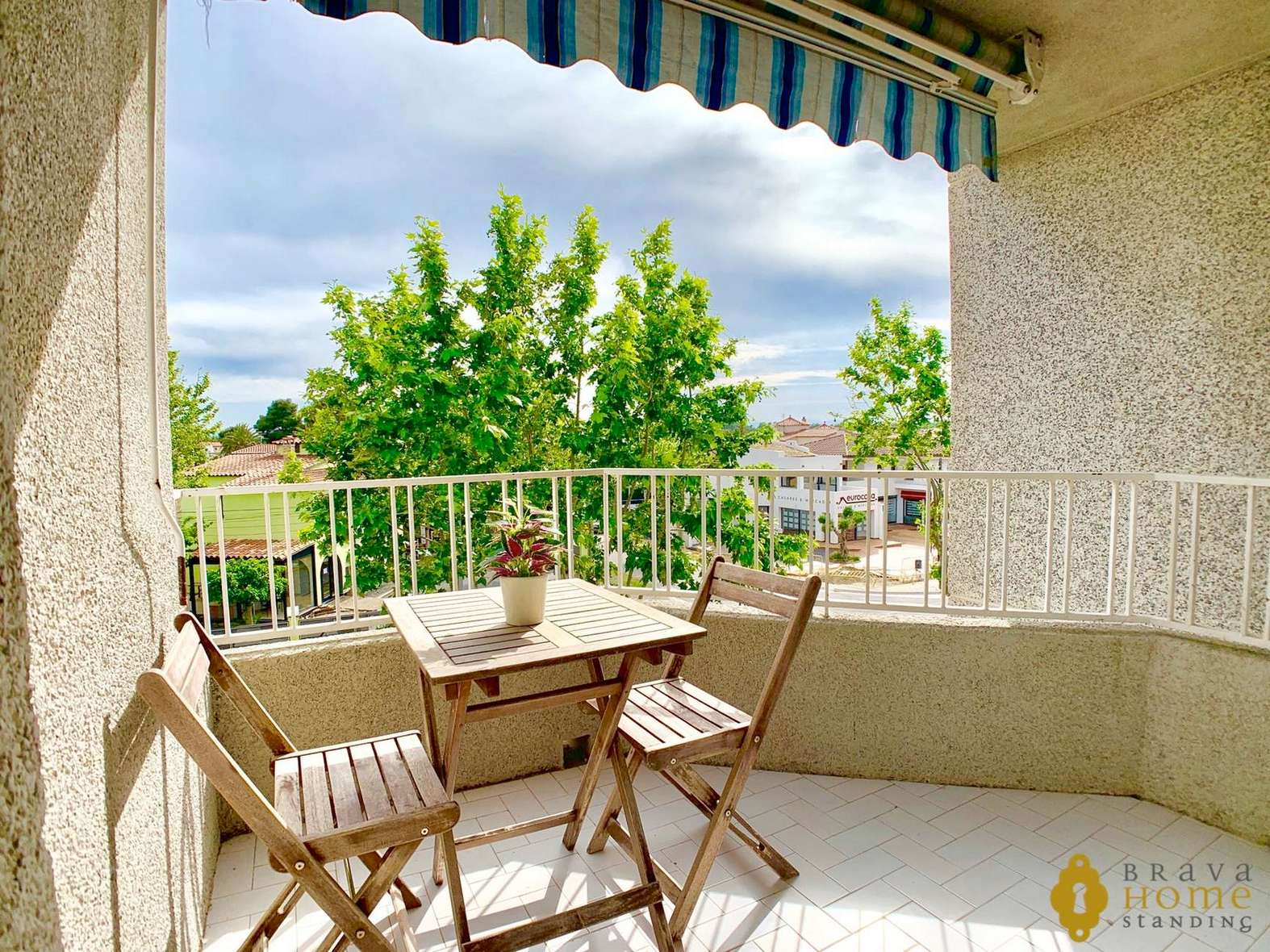 Superb duplex apartment with large terrace for sale in Empuriabrava