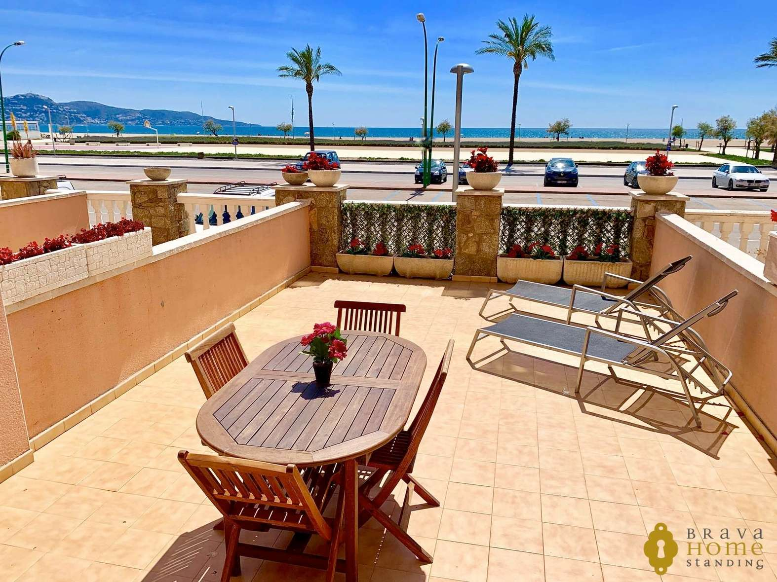 Beautiful apartment in first sea line for sale in Empuriabrava