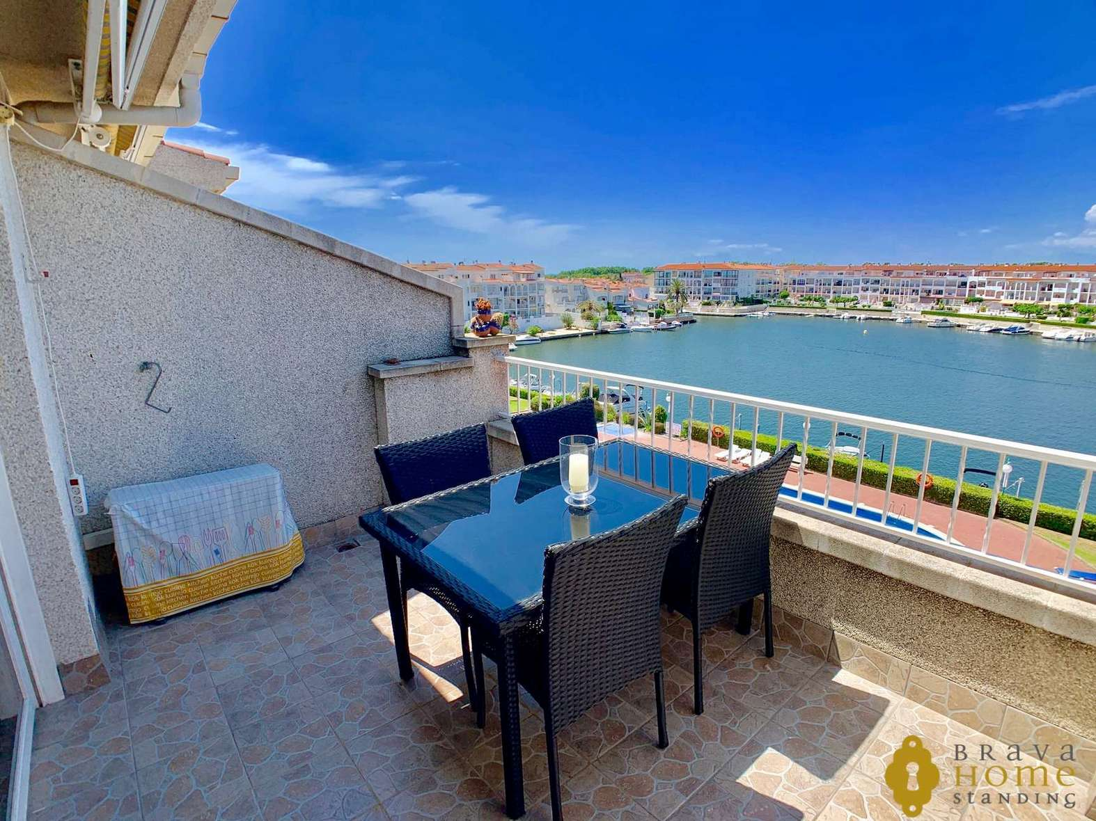 Beautiful apartment overlooking the canal with garage for sale in Empuriabrava