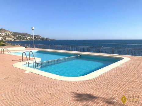 Splendid apartment in 1st line of sea for sale in Rosas