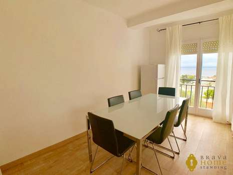Beautiful apartment with sea view for sale in Rosas - Almadrava