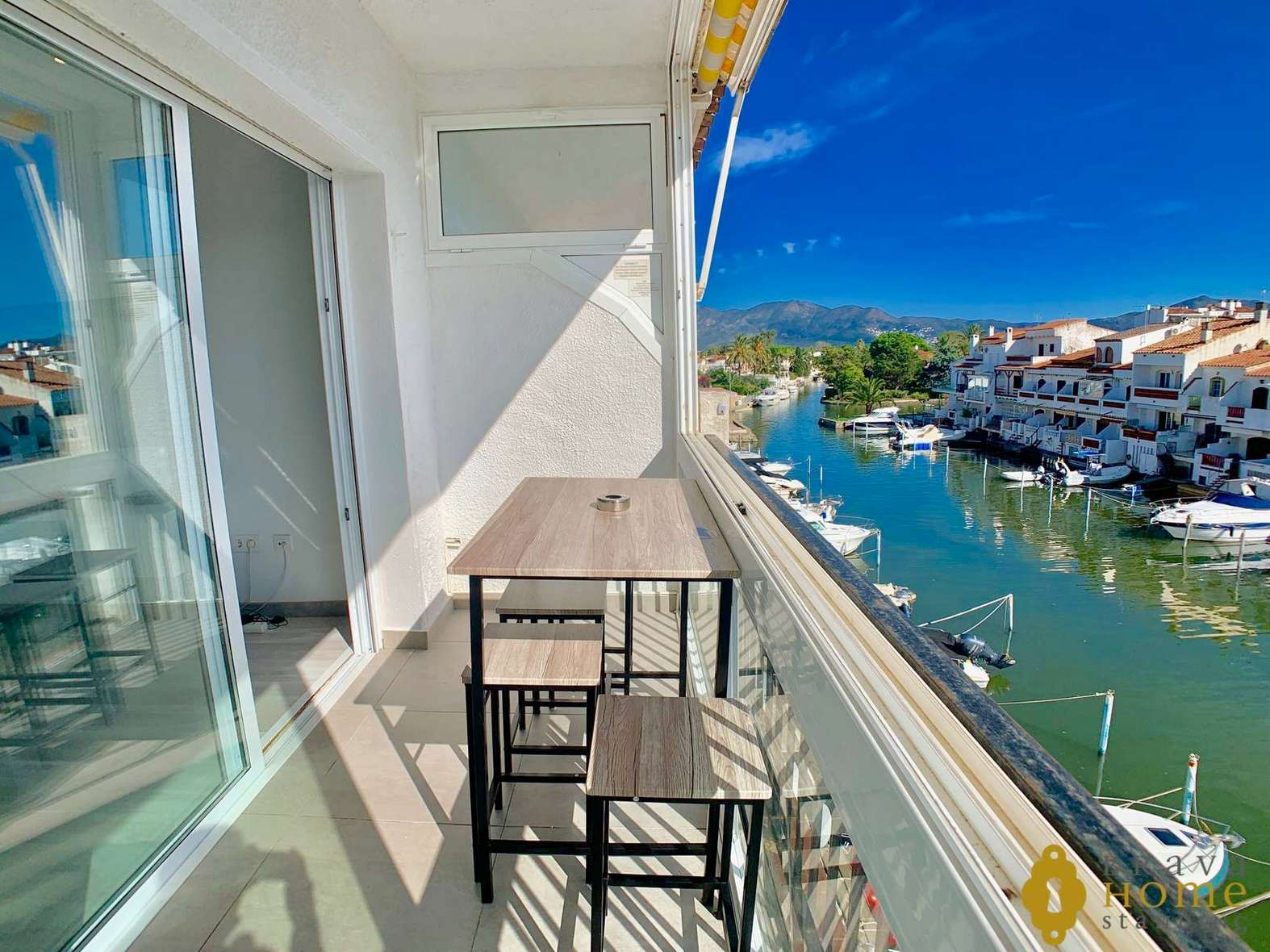 Modern apartment with canal view for sale in Empuriabrava