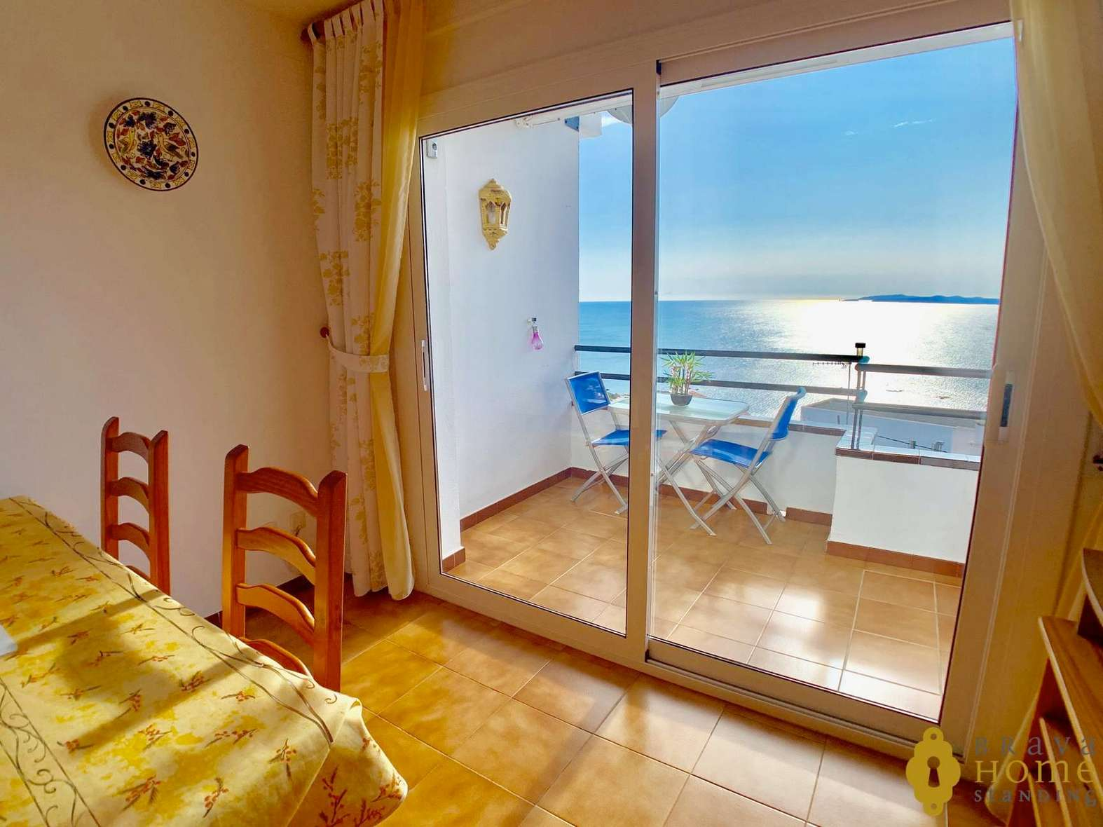 Beautiful apartment with some splendid sea views for sale in Rosas