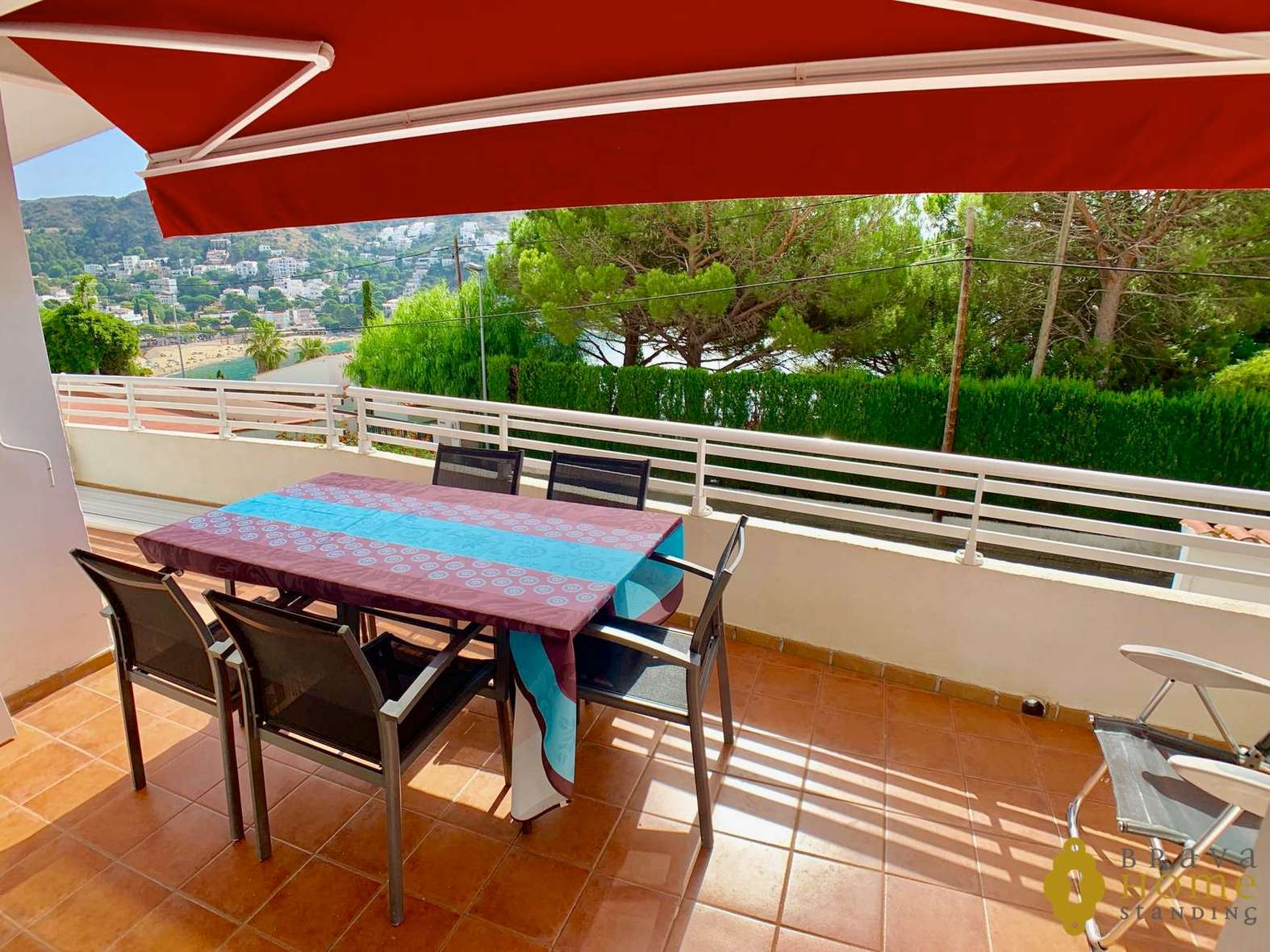 Beautiful apartment with sea view and garage for sale in Rosas - Canyelles