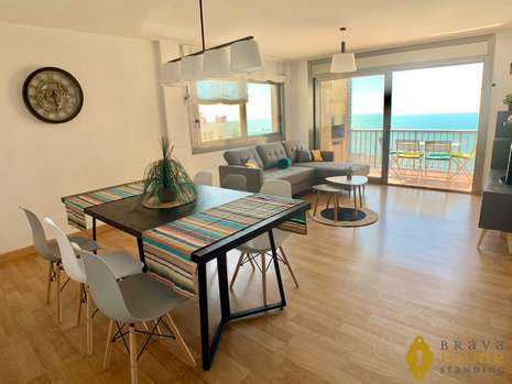 Beautiful top floor apartment with sea view and pool for sale in Rosas