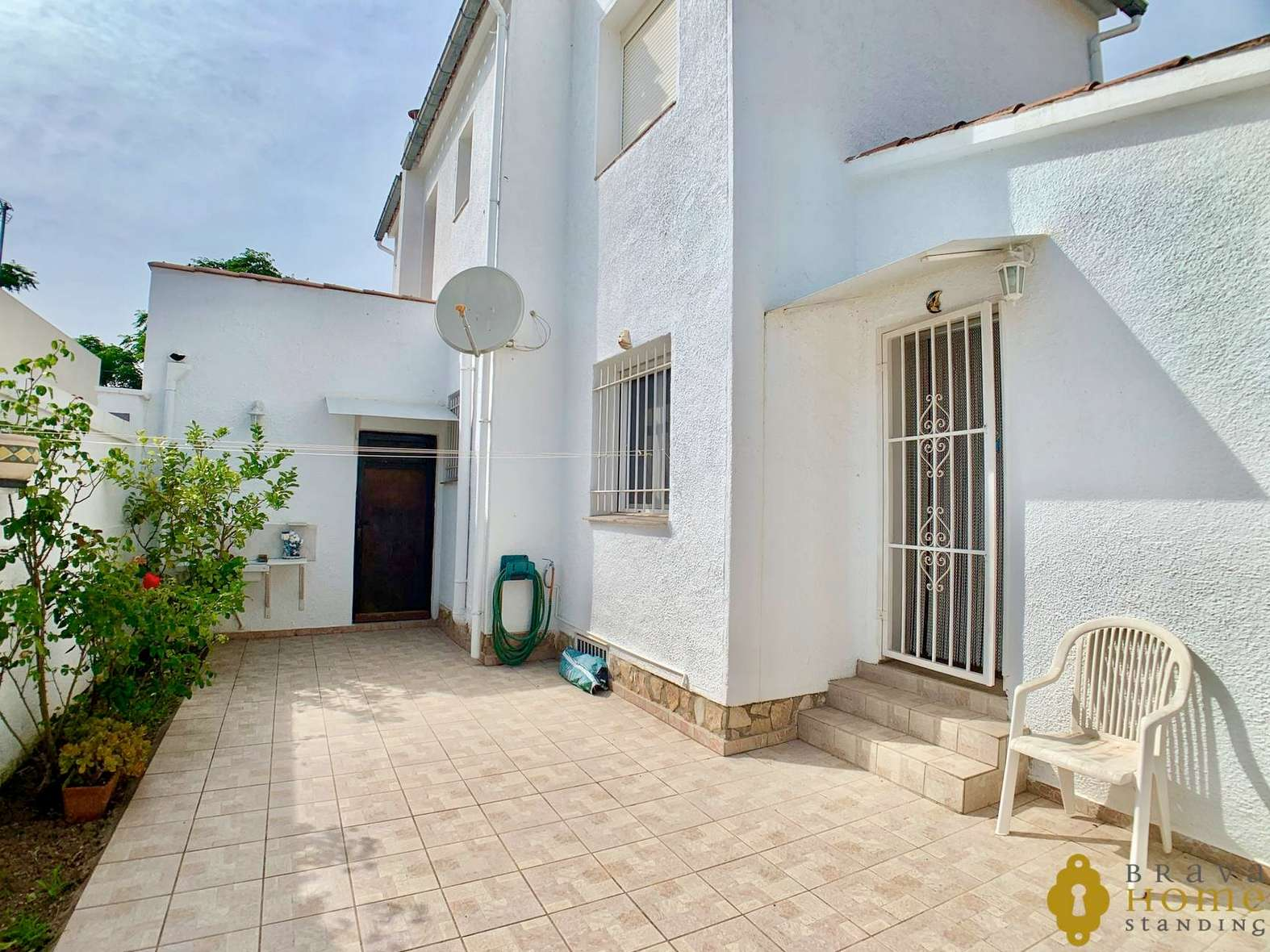 NICE HOUSE WITH POOL IN A QUIET AREA FOR SALES IN EMPURIABRAVA