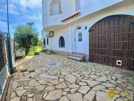 Beautiful house before the bridges with 17 x 5m mooring for sale in Empuriabrava