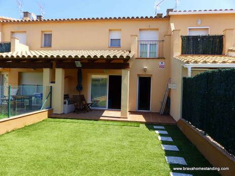 BEAUTIFUL HOUSE ALMOST NEW FOR SALE IN EMPURIABRAVA