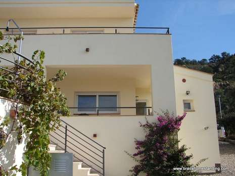 For sale in Palau Saverdera Modern house with stunning views over the bay of Roses