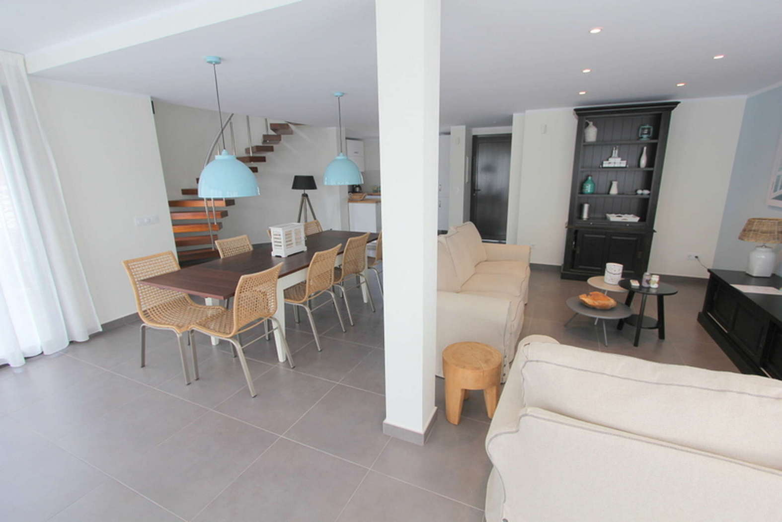 SPLENDID HOUSE ON THE CANAL RENOVATED FOR SALE IN EMPURIABRAVA