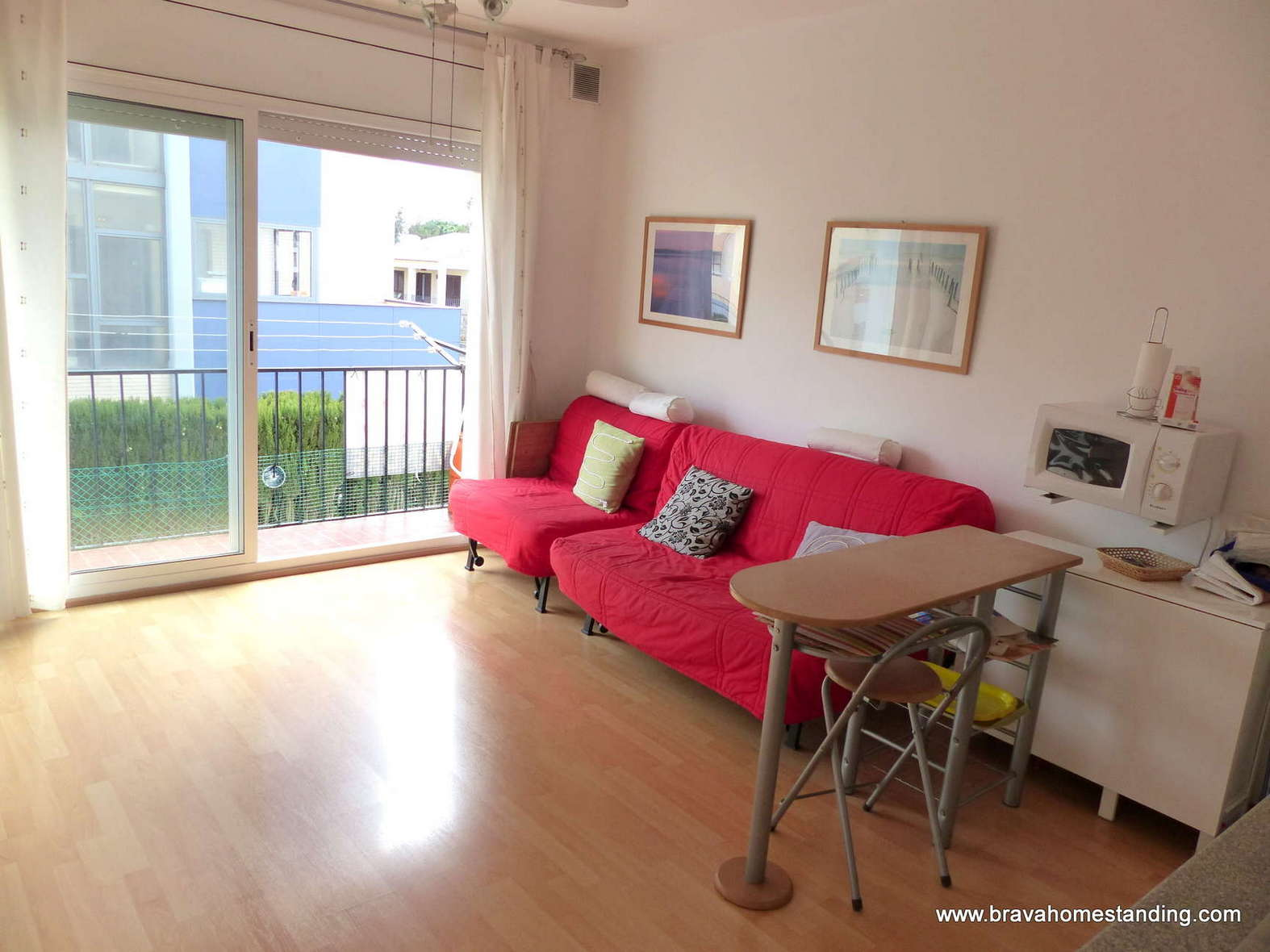 LOVELY ONE BEDROOM APARTMENT NEAR THE BEACH FOR SALE IN ROSAS