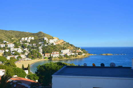 Beautiful apartment with splendid views of the sea for sale in Rosas Canyelles