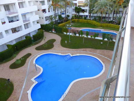 Penthouse with swimming pool and views over the mountains for sale in Rosas Santa