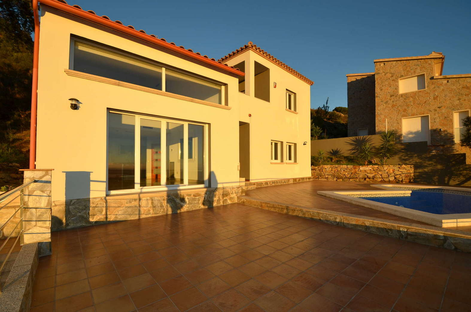 Beautiful renovated villa with views over the bay of Rosas in Palau Saverdera