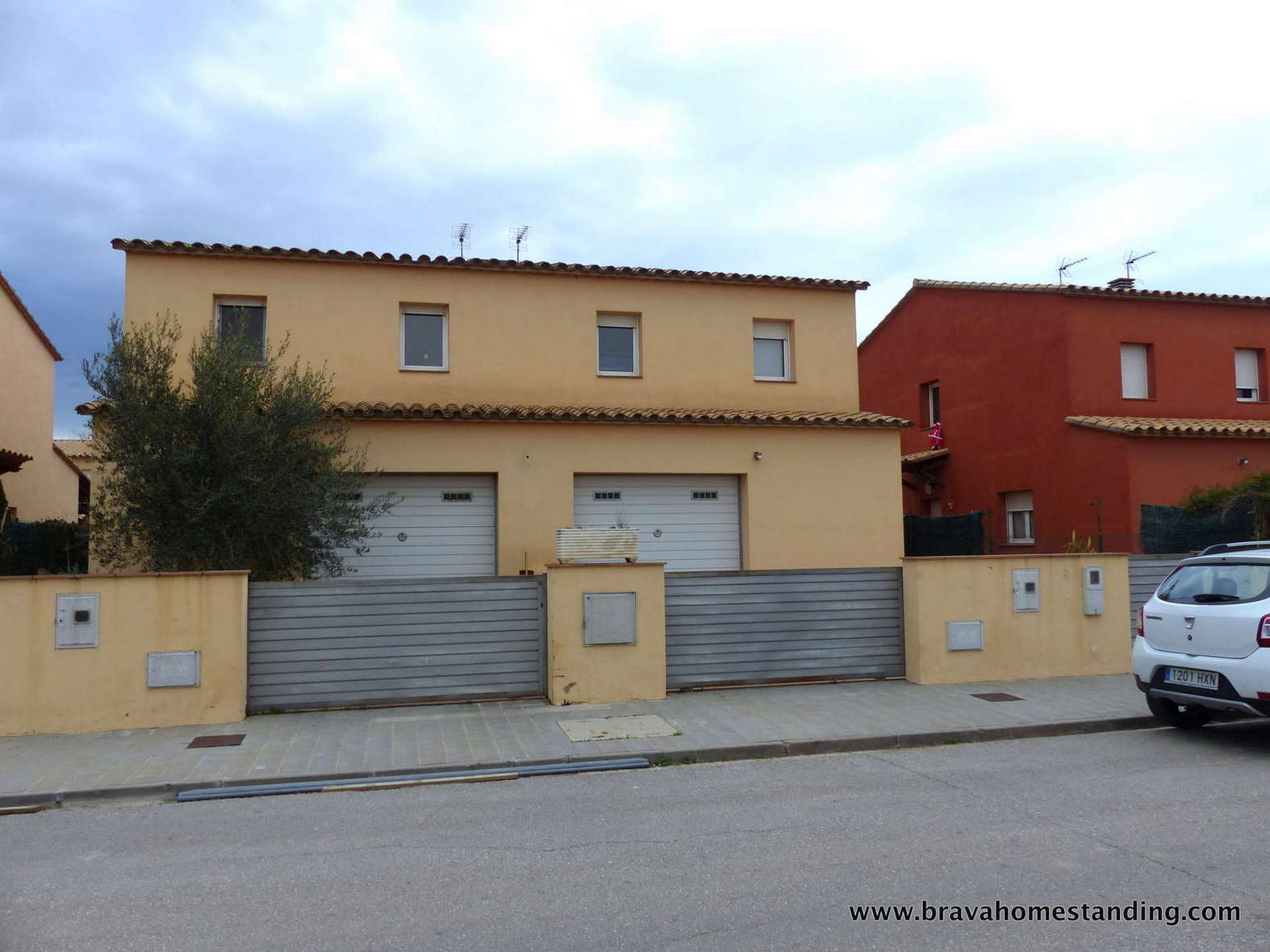 Modern and spacious house for sale in Empuriabrava