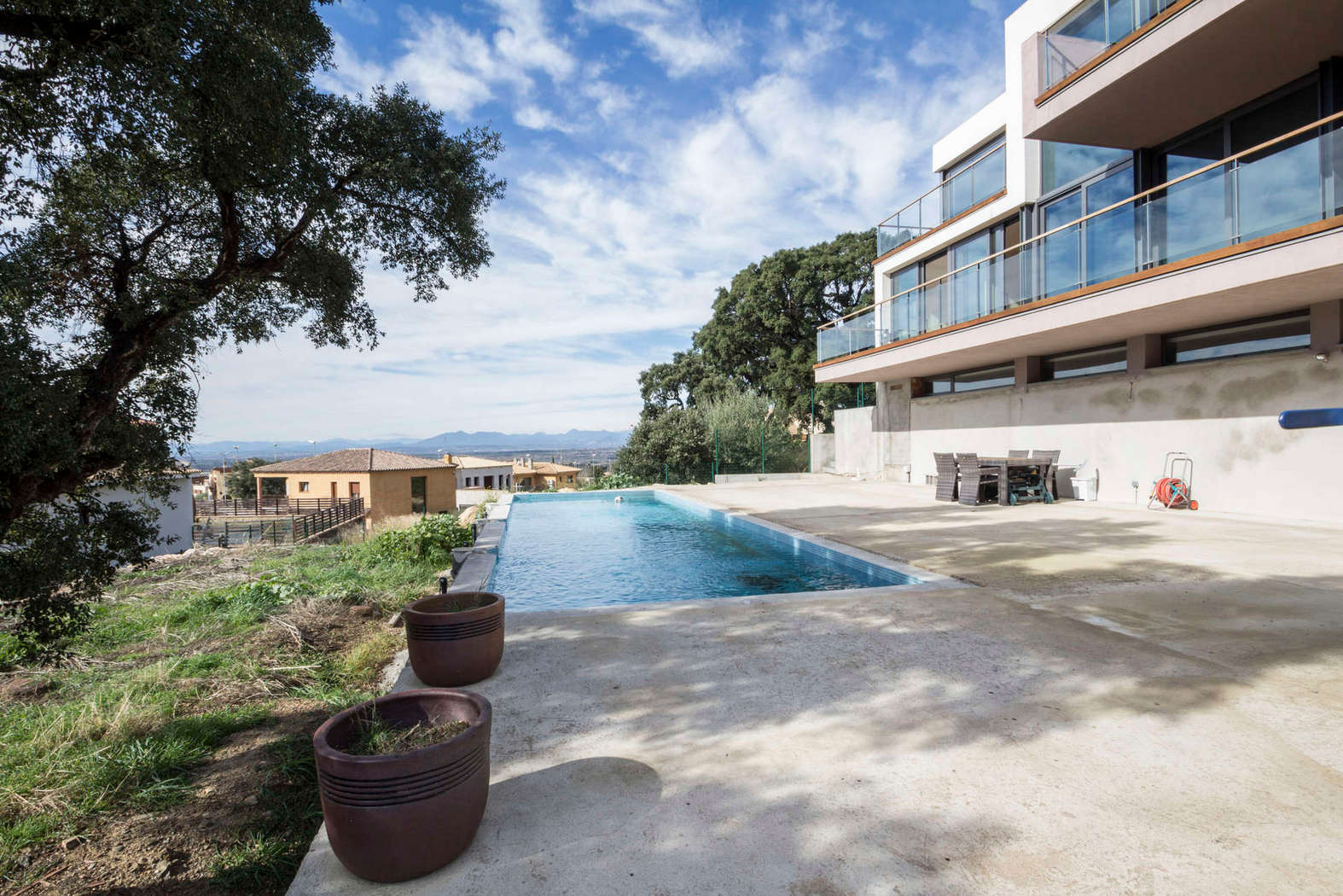 Modern villa with pool for sale in Palau Saverdera