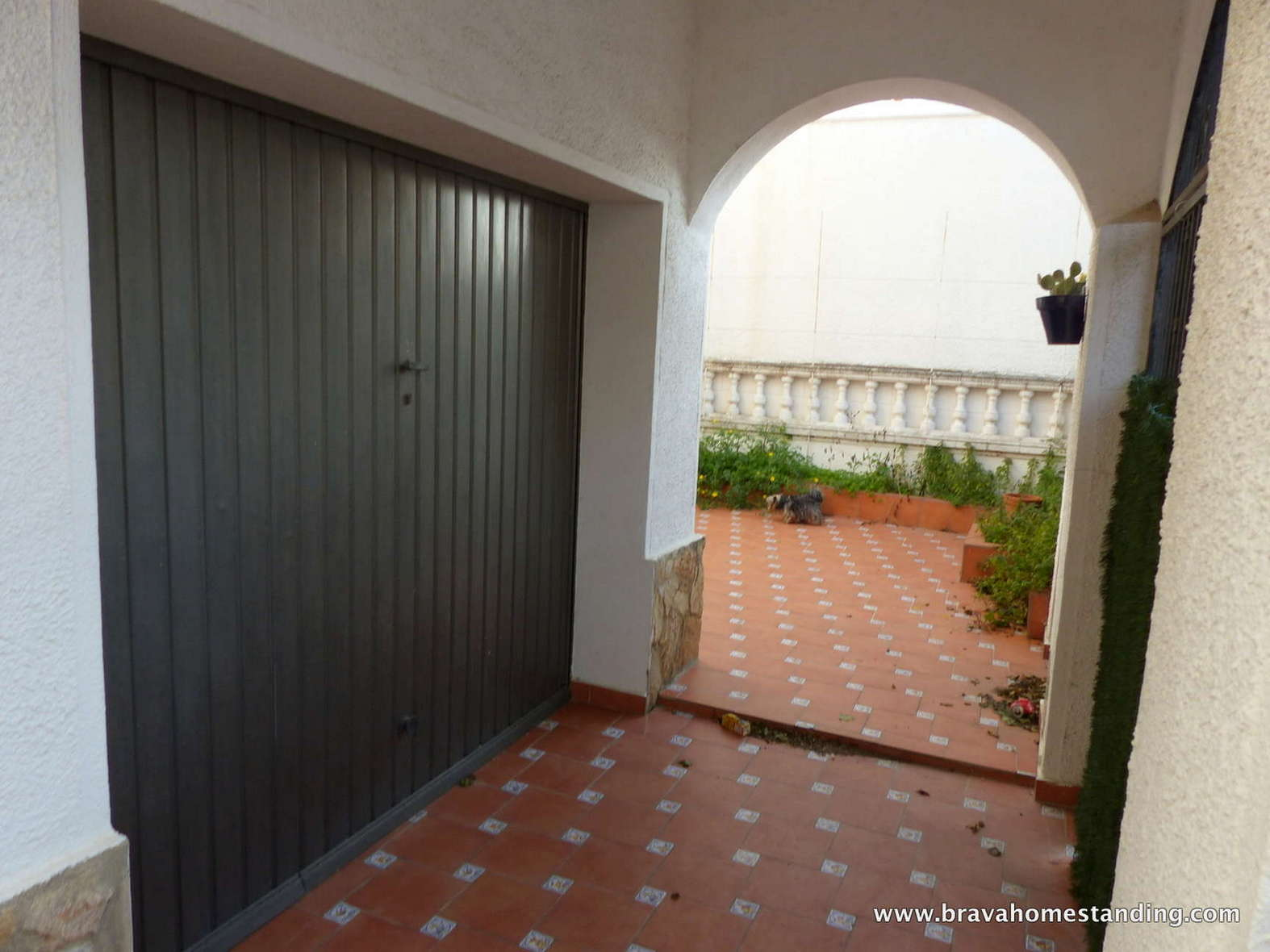 Family house with large volumes for sale in Empuriabrava