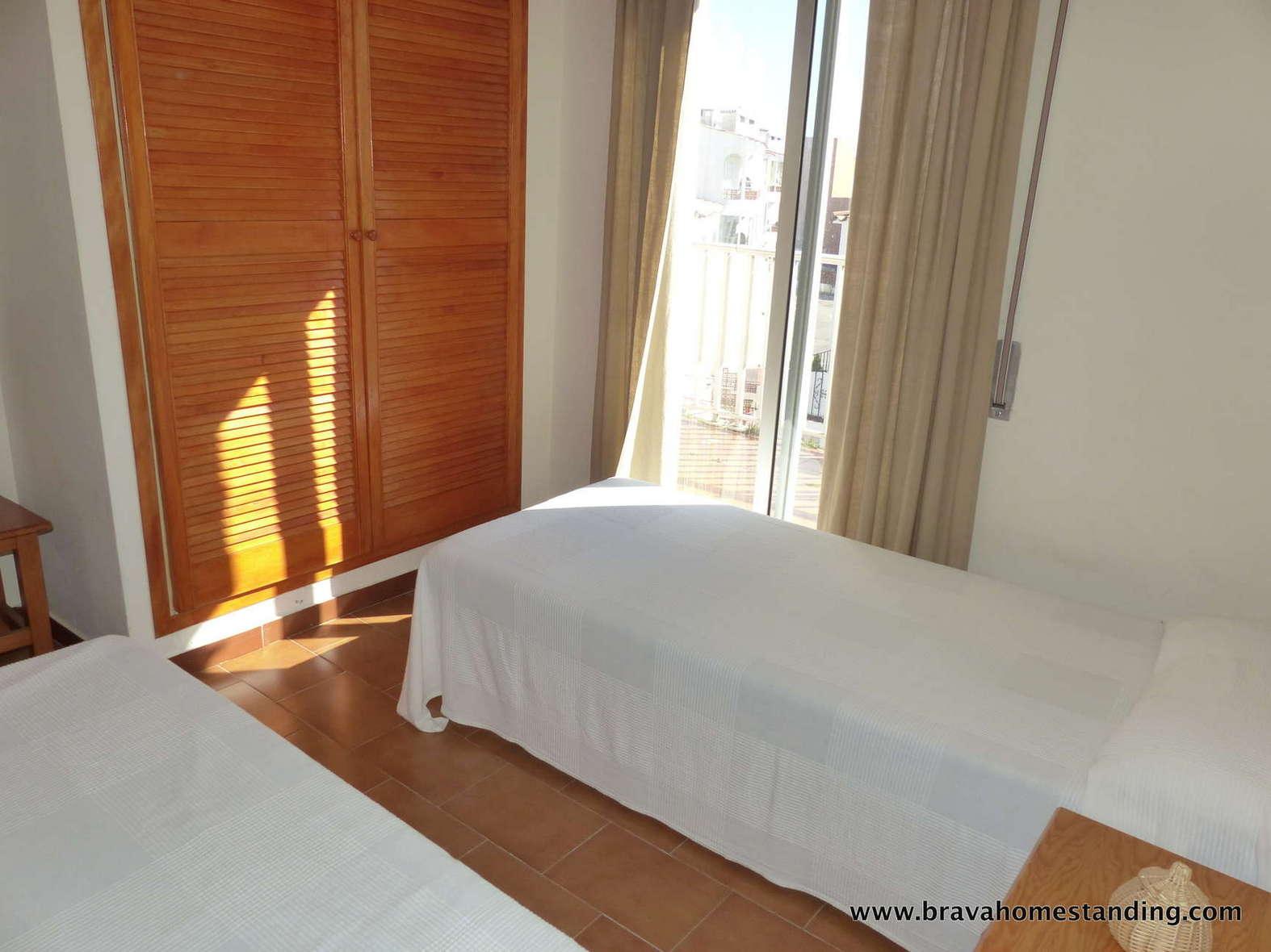 Nice apartment at 250m from the beach for sale in Empuriabrava