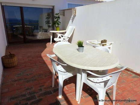 Apartment with sea view and private parking for sale in Roses - Far