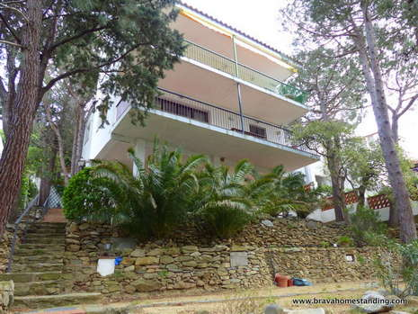 Building of 2 apartments at 20m from the beach of Canyelles - Rosas for sale