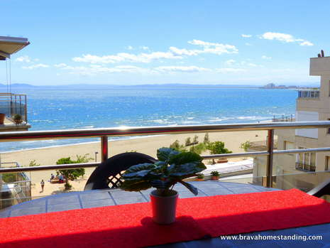 Superb apartment 1st line of sea for sale in Salatar - Rosas