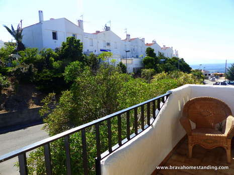 Nice comfortable terraced house for sale in Rosas